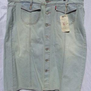 Button up front Levis pale blue denim skirt